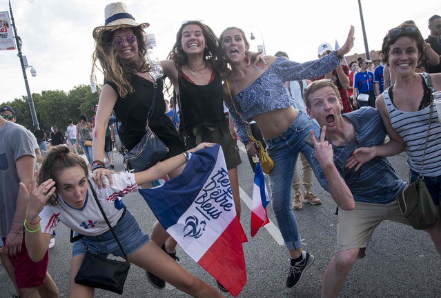 People celebrate France' s victory in the Russia 2018 World Cup final football match between France and Croatia, on July 15, 2018 in Toulouse' s city centre. (Photo by Eric Cabanis/AFP Photo)