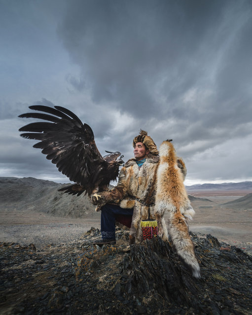 One of the riders with his eagle. (Photo by Daniel Kordan/Caters News Agency)
