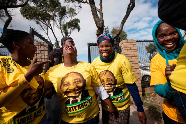Supporters of the ruling African National Congress (ANC) wear T-shirts with portraits of South African President and president of the ruling African National Congress (ANC), Cyril Ramaphosa, before he was due to address a crowd during a campaign meeting in Mitchells Plain on May 3, 2019, in Cape Town, ahead of general elections. South African head to the polls on May 8, 2019, for general elections. (Photo by Rodger Bosch/AFP Photo)