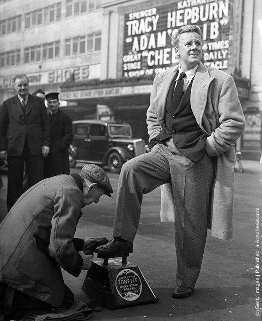 1950: American film star Van Johnson gets a quick polish from a street shoeshine