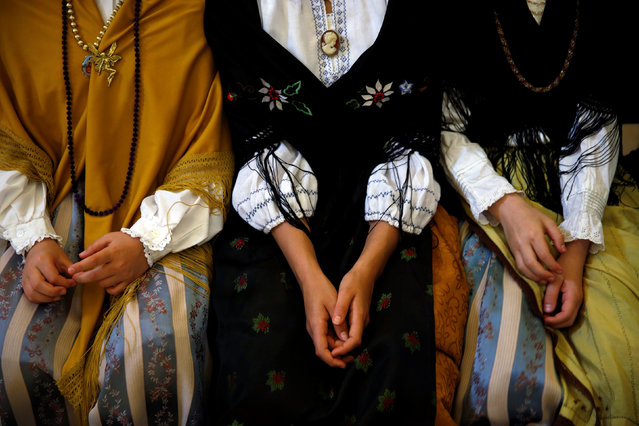 """""""Maya"""" assistants sit at San Lorenzo church during """"Las Mayas"""" festivity in Madrid, Spain, May 8, 2016. (Photo by Susana Vera/Reuters)"""