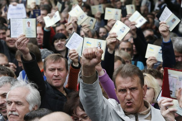 Voters in Moscow hold their Ukrainian passports as they wait to enter a polling station, on May 11, 2014. Separatist leaders in eastern Ukraine have in the past come out clearly in favor of independence or of union with Russia, and they have suggested that another referendum to decide that question could take place later. Russia is almost certain to embrace Sunday's vote as legitimate. (Photo by Sergei Karpukhin/Reuters)