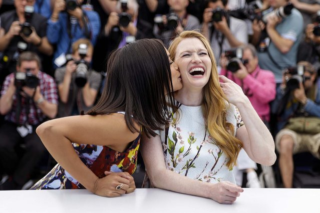 Actress Rosario Dawson, left, kisses actress Mireille Enos during a photo call for Captives at the 67th international film festival, Cannes, southern France, on May 16, 2014. (Photo by Thibault Camus/Associated Press)