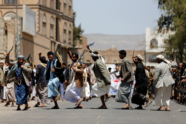 Tribesmen loyal to the Houthi movement perform the Baraa dance during a gathering to show support to the movement in Sanaa, Yemen, May 19, 2016. (Photo by Khaled Abdullah/Reuters)