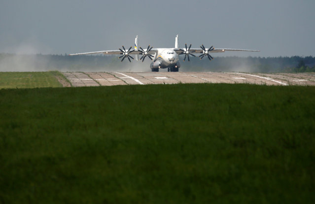 """An Antonov An-22A """"Antei"""" (Antheus), believed to be the world's largest turboprop powered aircraft, drives along the tarmac of the Antonov aircraft plant before the first demonstration flight after the plane's renovation in Kiev, Ukraine, May 30, 2016. (Photo by Valentyn Ogirenko/Reuters)"""