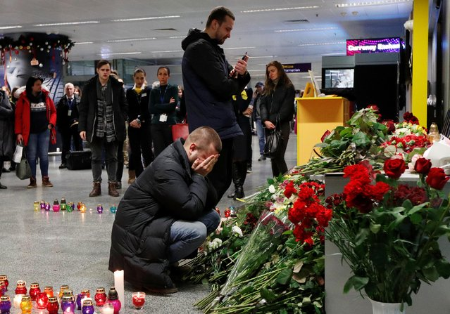 Relatives of the flight crew members of the Ukraine International Airlines Boeing 737-800 plane that crashed in Iran, mourn at a memorial at the Boryspil International airport outside Kiev, Ukraine on January 8, 2020. (Photo by Valentyn Ogirenko/Reuters)