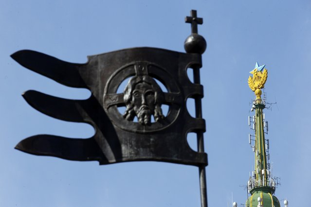 A Soviet-style star re-touched with blue paint so it resembles the yellow-and-blue national colours of Ukraine, is seen atop the spire of a building in Moscow August 20, 2014. Russian police said on Wednesday they had charged four young people with vandalism after they climbed to the top of a Moscow skyscraper and briefly attached a Ukrainian flag to its spire. (Photo by Maxim Zmeyev/Reuters)