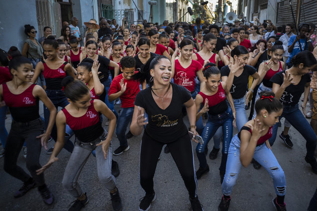 Young dancers of the Cuban ballet Lizt Alfonso dance during the music conga through the streets of Old Havana during the activities of the 35th Havana Jazz Plaza festival in Havana, Cuba, Wednesday, January 15, 2020. (Photo by Ramon Espinosa/AP Photo)