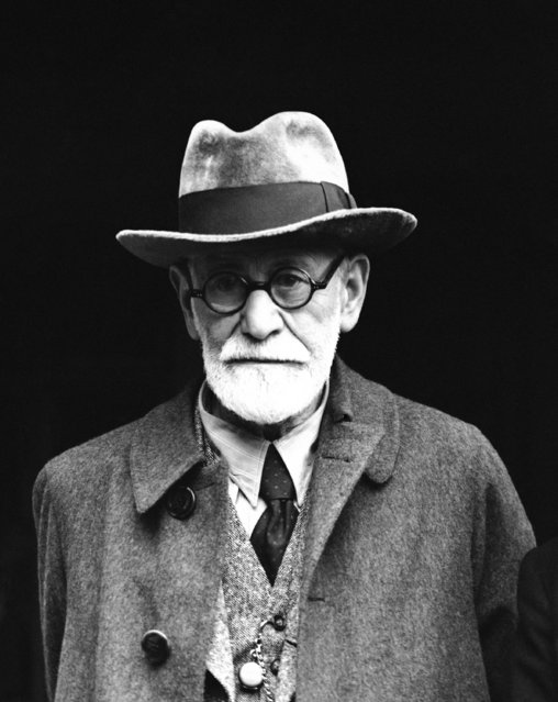 """Professor Sigmund Freud, 82-years-old Jewish """"Inventor"""" of psycho-analysis, who added """"inferiority complex"""" to the worl''s vocabulary, arriving at Victoria station in London on June 6, 1938 from Paris. (Photo by Eddie Worth/AP Photo)"""