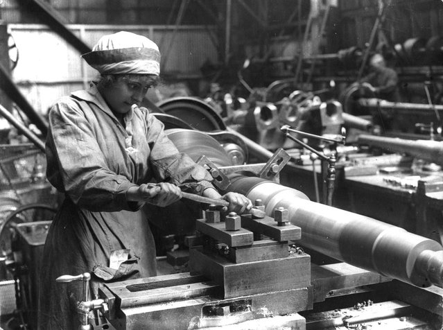 A woman at work in an armaments factory, circa 1914. (Photo by Hulton Archive)