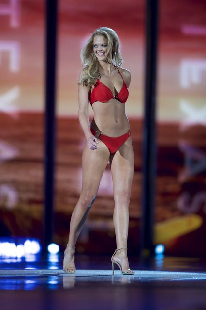 Miss Louisiana April Nelson competes in the swimsuit competition as she advances to the next round at Boardwalk Hall, in Atlantic City, New Jersey, September 13, 2015. (Photo by Mark Makela/Reuters)