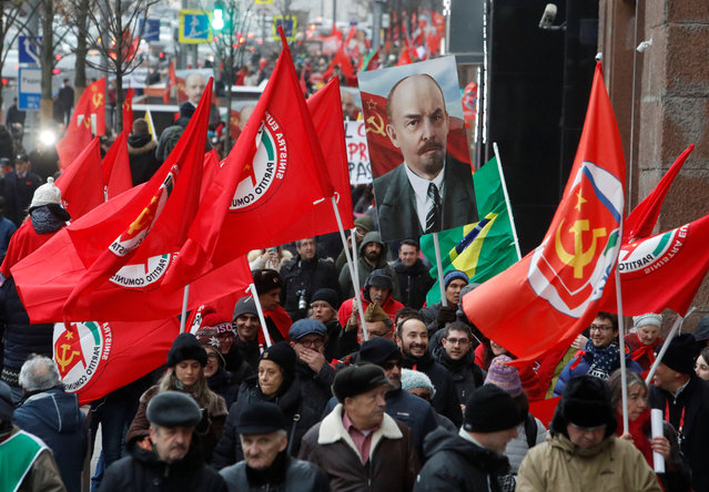 Demonstrators take part in a rally held by Russian Communist party to mark the Red October revolution's centenary in central Moscow, Russia on November 7, 2017. (Photo by Sergei Karpukhin/Reuters)