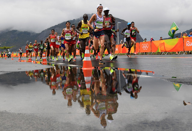 Athletes run during the Men's Marathon athletics event at the Rio 2016 Olympic Games in Rio de Janeiro on August 21, 2016. (Photo by Pedro Ugarte/AFP Photo)