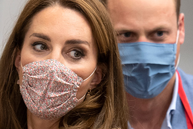 Britain's Prince William and Catherine, Duchess of Cambridge, wear face masks during a visit to Beigel Bake Brick Lane Bakery in East London, Britain on September 15, 2020. (Photo by Justin Tallis/Pool via Reuters)