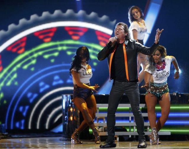 "Carlos Vives performs ""La Bicicleta"" at the 17th Annual Latin Grammy Awards in Las Vegas, Nevada, U.S., November 17, 2016. (Photo by Mario Anzuoni/Reuters)"