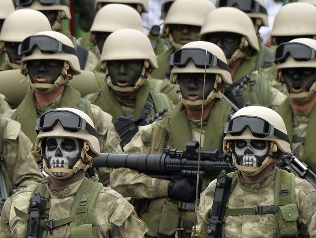 Peruvian Army special forces march during a traditional military parade in Lima on July 29, 2013 commemorating the country's 192nd independence anniversary. (Photo by Cris Bouroncle/AFP Photo)