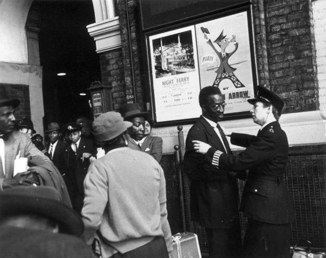 West Indian immigrants arrive at Victoria Station, London, after their journey from Southampton Docks, 27th May 1956. (Photo by Haywood Magee/Picture Post/Getty Images)