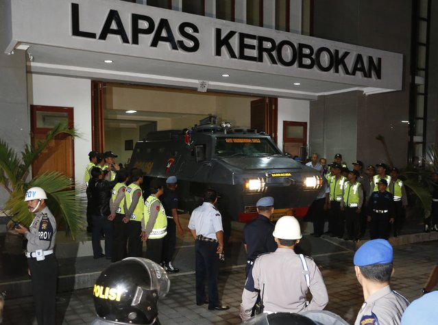 An armored vehicle which is believed to be carrying two Australian death row prisoners Myuran Sukumaran and Andrew Chan, leaves Kerobokan Prison for the airport, in Denpasar, on the Indonesian island of Bali, March 4, 2015. Australia has been pursuing an eleventh-hour campaign to save the lives of Andrew Chan, 31, and Myuran Sukumaran, 33, two members of the so-called Bali Nine group of Australians, convicted in 2005 as the ringleaders of a plot to smuggle heroin out of Indonesia. REUTERS/Beawiharta