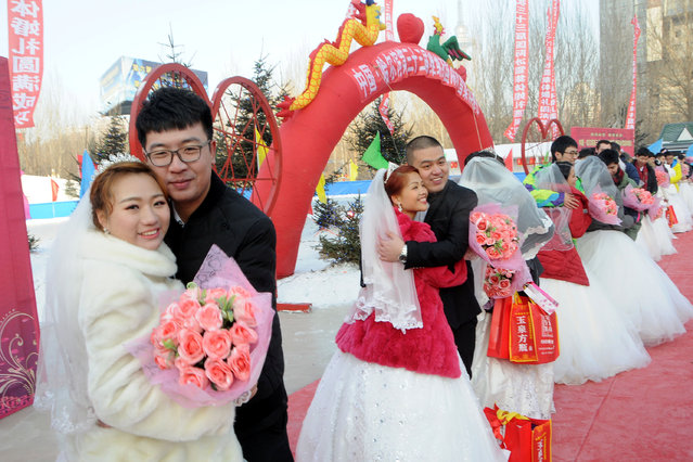Couples attend a mass wedding on the second day of Harbin's International Ice Festival, in Harbin, Heilongjiang province, China, January 6, 2017. (Photo by Reuters/Stringer)