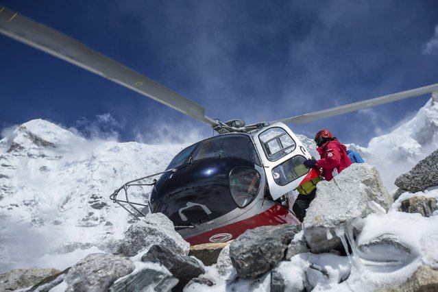 A rescue helicopter is shown at the Mount Everest south base camp in Nepal a day after a huge earthquake-caused avalanche killed at least 17 people, in this photo courtesy of 6summitschallenge.com taken on April 26, 2015 and released on April 27, 2015. (Photo by Reuters/6summitschallenge.com)