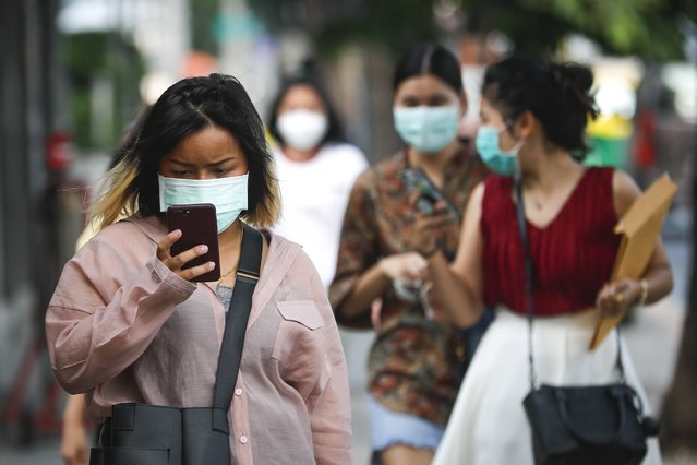 People wear protective masks as bad air pollution continues to affect Bangkok, Thailand, 16 January 2019. Fine particle matter in the air has been at hazardous levels in Thailand's capital, and in some areas has reached harmful air quality level of PM2.5, a level of airborne particulate matter which can cause serious health issues, according to the Pollution Control Department. (Photo by Diego Azubel/EPA/EFE)