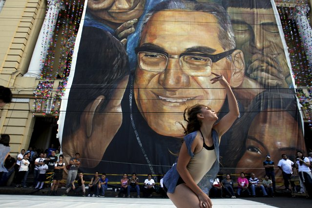 A dancer performs outside the National Theather in honour of late archbishop of San Salvador Oscar Arnulfo Romero during a festival to commemorate the 35th anniversary of his assassination in San Salvador, El Salvador March 24, 2015. Salvadorans are preparing for the beatification of Archbishop Romero on May 23, who was murdered by a right-wing death squad in 1980. (Photo by Jose Cabezas/Reuters)