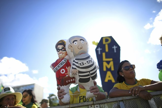 Brazilians demonstrate for the impeachment of President Dilma Rousseff with inflatable dolls depicting Rousseff and former President Luiz Inacio Lula da Silva, as the Lower House of Congress voted in Brasilia, Brazil April 17, 2016. (Photo by Adriano Machado/Reuters)