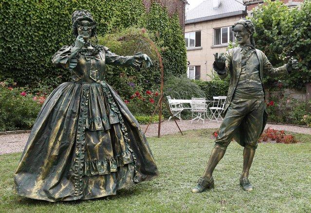 "Artists called ""Danseurs Baroques"" takes part in the festival ""Statues en Marche"" in Marche-en-Famenne, Belgium, July 20, 2019. (Photo by Yves Herman/Reuters)"