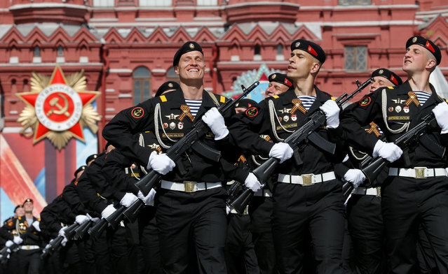 Russian servicemen march along Red Square during a rehearsal for the Victory Day parade, marking the 71st anniversary of the victory over Nazi Germany in World War Two, in central Moscow, Russia, May 7, 2016. (Photo by Sergei Karpukhin/Reuters)