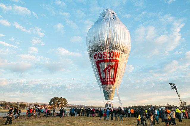 The balloon of Russian adventurer Fedor Konyukhov is surrounded by onlookers before the start of his attempt to break the world record for a solo hot-air balloon flight around the globe near Perth, Australia, in this handout image received July 12, 2016. (Photo by Oscar Konyukhov/Reuters)