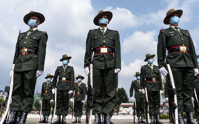 Army personnel wearing facemasks stand as a guard of honour as Nepal's President Bidhya Devi Bhandari arrives at the parliament to present the new government's programme for the fiscal year 2020/2021 in Kathmandu on May 15, 2020. (Photo by Prakash Mathema/AFP Photo)