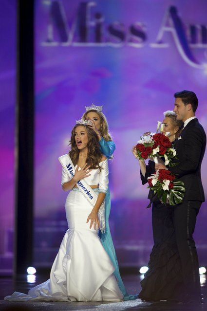 Miss Georgia Betty Cantrell (front L) reacts after being crowned Miss America at Boardwalk Hall, in Atlantic City, New Jersey, September 13, 2015. (Photo by Mark Makela/Reuters)