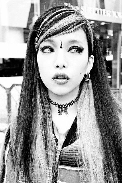 Hirari Ikeda in Black & White. (Tokyo Fashion)