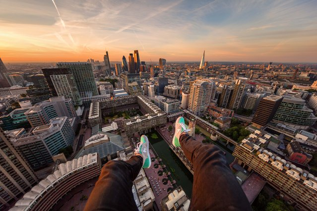 A daredevil photographer is determined to capture London in a whole new light – by scaling the city's many rooftops. Jacob Riglin, from Richmond Upon Thames, photographs the nation's capital from above – hanging from scaffolding, dangling his legs over the edge of buildings and looking down from perilous heights. Such images have gained the photographer, 20, an incredible fan base on Instagram, which has seen his follower count rise to more than 150,000. (Photo by Jacob Riglin/Caters News)
