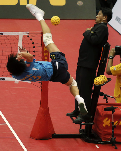 Sepak Takraw, ISTAF Super Series Finals Thailand 2014/2015, Nakhon Pathom Municipal Gymnasium, Huyjorake Maung, Nakonprathom, Thailand on October 21, 2015: South Korea's Park Cheolhee in action during their group stage match against Japan. (Photo by Asia Sports Ventures/Action Images via Reuters)