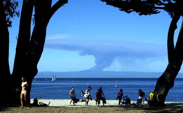 Smoke from the Loma Fire on Loma Prieta Mountain in the Santa Cruz Mountains is visible from Window on the Bay Park in Monterey, Calif., on Monday, September 26, 2016. (Photo by David Royal/The Monterey County Herald via AP Photo)