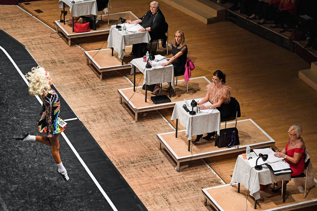 Adjudicators watch dancers on day three of the World Irish Dancing Championships on March 26, 2018 in Glasgow, Scotland. (Photo by Jeff J. Mitchell/Getty Images)