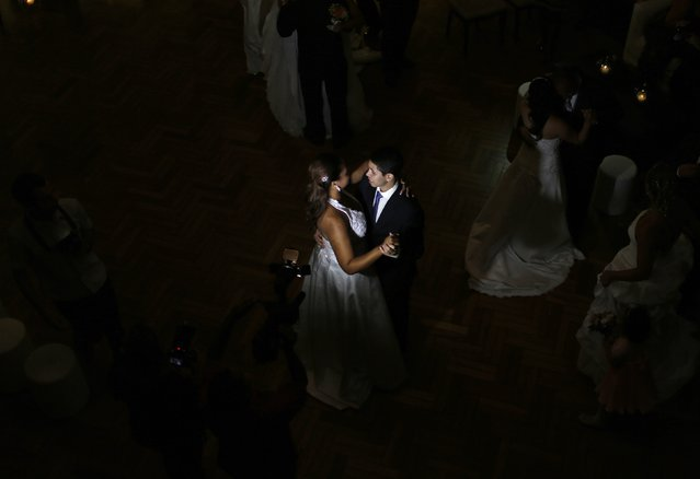Newlywed couples dance after their group wedding in Rio de Janeiro December 17, 2014. (Photo by Pilar Olivares/Reuters)