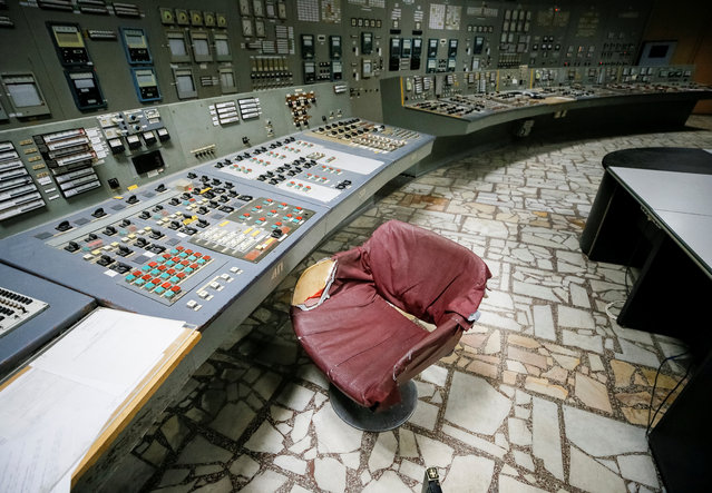A control centre of the stopped third reactor at the Chernobyl nuclear power plant in Chernobyl, Ukraine April 20, 2018. (Photo by Gleb Garanich/Reuters)