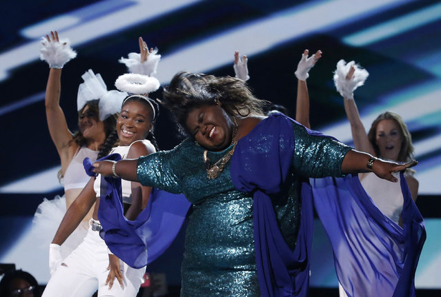 """Gabourey Sidibe, from the television drama """"Empire"""", dances during a performance of """"You're So Beautiful"""" at the 2015 Teen Choice Awards in Los Angeles, August 16, 2015. (Photo by Mario Anzuoni/Reuters)"""