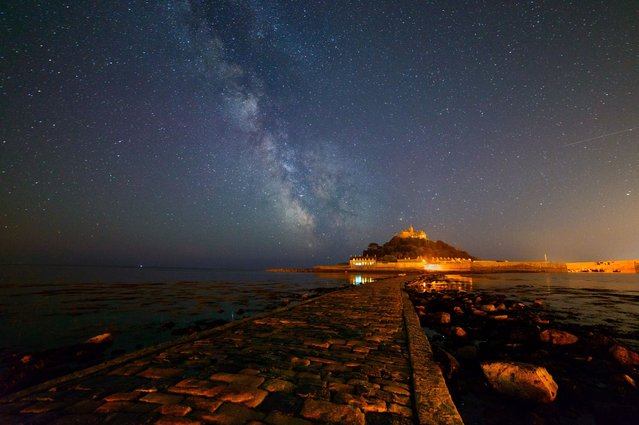 These magical shots present the Milky Way and stunning star trails around various locations in the UK, including Stonehenge and Netley Abbey, on July 16, 2013. (Photo by David Sharp/Solent New)