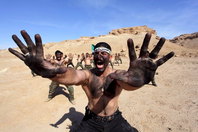 Shi'ite fighters who have joined the Iraqi army to fight against militants of the Islamic State, take part in field training in the desert in Najaf, south of Baghdad, February 1, 2015. (Photo by Alaa Al-Marjani/Reuters)