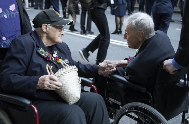 Veterans chat ahead of the Anzac Day parade in Sydney, Australia, Sunday, April 25, 2021. Australians and New Zealanders paid tribute to their war dead Sunday as both nations prepared to withdraw from their longest war in Afghanistan. (Photo by Mark Baker/AP Photo)