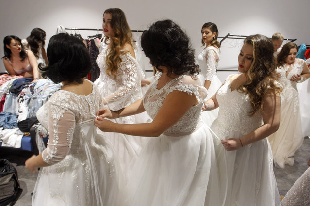 """Contestants prepare backstage during the """"Miss Ukraine Plus Size"""" beauty pageant in Kiev, Ukraine on October 29, 2018. (Photo by Pavlo Gonchar/SOPA Images via ZUMA Wire)"""