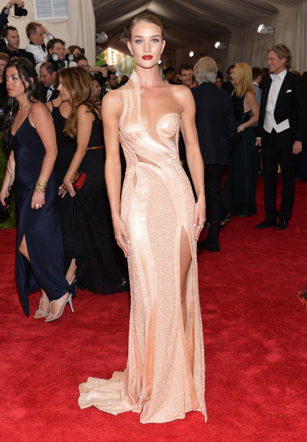 "Rosie Huntington-Whiteley arrives at The Metropolitan Museum of Art's Costume Institute benefit gala celebrating ""China: Through the Looking Glass"" on Monday, May 4, 2015, in New York. (Photo by Evan Agostini/Invision/AP Photo)"