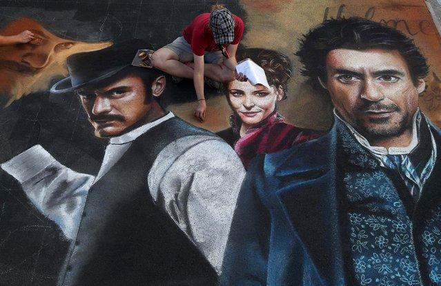 "Jill Baranowski, of Tampa, works on ""Sherlock Holmes"". (Photo by Greg Lovett/The Palm Beach Post)"