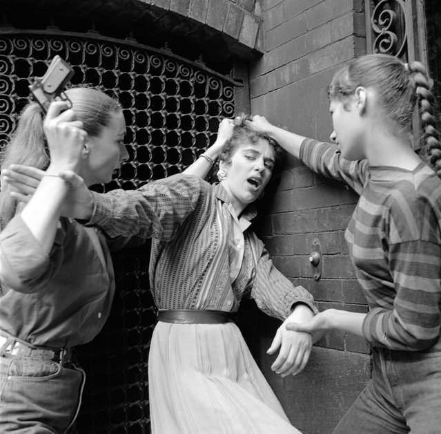 Members of a teenage girl gang convincing an unwilling recruit to join the gang, circa 1955. (Photo by Vecchio/Three Lions/Getty Images)