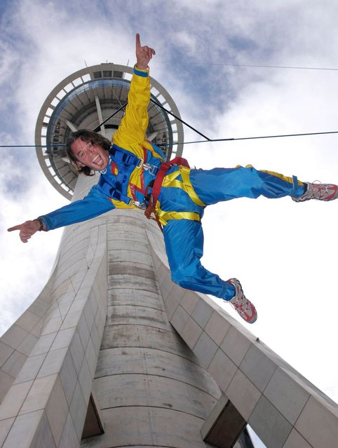 Sky jump from Macau Tower in New Zealand. (Photo by Caters News)