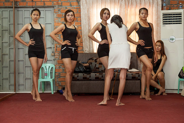 Sun Model School assistant Miss Voleak supervises the pose of aspiring female models during a training session at the school on March 31, 2014 in Phnom Penh, Cambodia. (Photo by Omar Havana/Getty Images)