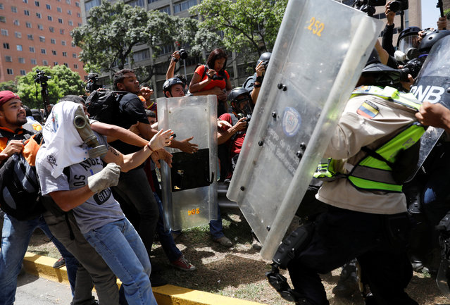 Demonstrators clash with security forces during an opposition rally in Caracas, Venezuela on April 4, 2017. (Photo by Carlos Garcia Rawlins/Reuters)